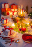 Τα Χριστούγεννα πίνουν και παρουσιάζουν για τις μακριές χειμερινές νύχτες Στοκ εικόνες με δικαίωμα ελεύθερης χρήσης