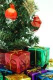 τα Χριστούγεννα στενά παρουσιάζουν το δέντρο κάτω από επάνω Στοκ Εικόνες