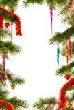 Τα Χριστούγεννα το υπόβαθρο με τους κλάδους και τις διακοσμήσεις έλατου στοκ εικόνα με δικαίωμα ελεύθερης χρήσης