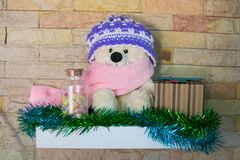 Τα Χριστούγεννα Teddy αντέχουν, τα νέα Χριστούγεννα Teddy έτους αντέχουν με το διάστημα αντιγράφων για τη σύσταση Στοκ Εικόνες