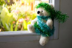 Τα Χριστούγεννα Teddy αντέχουν, τα νέα Χριστούγεννα Teddy έτους αντέχουν με το διάστημα αντιγράφων Στοκ Εικόνα