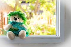 Τα Χριστούγεννα Teddy αντέχουν, τα νέα Χριστούγεννα Teddy έτους αντέχουν με το διάστημα αντιγράφων Στοκ Φωτογραφία