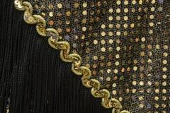 Τα χρυσά τσέκια με το μαύρο περιθώριο κλείνουν επάνω Στοκ φωτογραφία με δικαίωμα ελεύθερης χρήσης