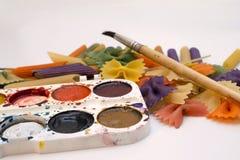 Τα χρωματισμένα ζυμαρικά που χρωματίζονται στη διαφορετική βούρτσα χρώματος σύρουν στοκ εικόνες με δικαίωμα ελεύθερης χρήσης
