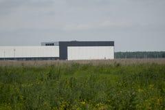 τα χρώματα κτηρίων αντιπαραβάλλουν υψηλό βιομηχανικό Στοκ φωτογραφίες με δικαίωμα ελεύθερης χρήσης