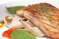Τα ψάρια που τηγανίζονται με το ousom και διακοσμούν Στοκ φωτογραφία με δικαίωμα ελεύθερης χρήσης