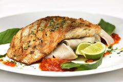 Τα ψάρια που τηγανίζονται με το ousom και διακοσμούν Στοκ εικόνες με δικαίωμα ελεύθερης χρήσης