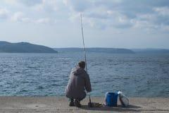 Τα ψάρια σύλληψης ψαράδων Στοκ Φωτογραφίες