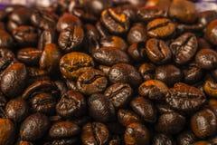 Ψημένα φασόλια καφέ στοκ φωτογραφία