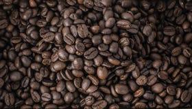 Τα ψημένα φασόλια καφέ, μπορούν να χρησιμοποιηθούν ως ανασκόπηση Στοκ εικόνα με δικαίωμα ελεύθερης χρήσης