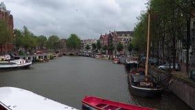 Τα όμορφα κανάλια στο κέντρο πόλεων του Άμστερνταμ - του ΑΜΣΤΕΡΝΤΑΜ - οι ΚΑΤΩ ΧΏΡΕΣ - 19 Ιουλίου 2017 Στοκ Εικόνες