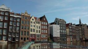 Τα όμορφα κτήρια γύρω από τα κανάλια του Άμστερνταμ - του ΑΜΣΤΕΡΝΤΑΜ - οι ΚΑΤΩ ΧΏΡΕΣ - 19 Ιουλίου 2017 Στοκ φωτογραφία με δικαίωμα ελεύθερης χρήσης