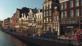 Τα όμορφα κτήρια γύρω από τα κανάλια του Άμστερνταμ - του ΑΜΣΤΕΡΝΤΑΜ - οι ΚΑΤΩ ΧΏΡΕΣ - 19 Ιουλίου 2017 Στοκ φωτογραφίες με δικαίωμα ελεύθερης χρήσης