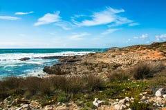 Τα όμορφα τοπία του ίχνους ψαράδων ` s σύρουν το Αλεντέιο, ίχνος Πορτογαλία πεζοπορίας Vicentina αλλαγής βάρδιας Στοκ Εικόνα