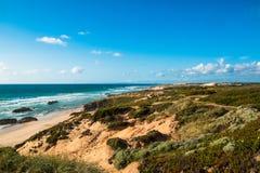 Τα όμορφα τοπία του ίχνους ψαράδων ` s σύρουν το Αλεντέιο, ίχνος Πορτογαλία πεζοπορίας Vicentina αλλαγής βάρδιας Στοκ εικόνες με δικαίωμα ελεύθερης χρήσης