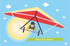 τα όνειρα ακολουθούν τ&omicron Ο τύπος στο ανεμοπλάνο πετά στον ουρανό Στοκ εικόνες με δικαίωμα ελεύθερης χρήσης