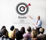Τα όνειρα φιλοδοξίας στόχων θεωρούν την έννοια στόχων στόχου Στοκ Εικόνες