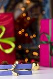 Τα δώρα και αστράφτουν στοκ εικόνες με δικαίωμα ελεύθερης χρήσης