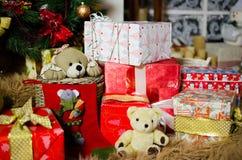 Τα δώρα, παιχνίδια και teddy αντέχουν Στοκ Εικόνα