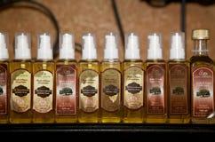Τα Argan (spinosa Argania) καλλυντικά μπουκάλια πετρελαίου Στοκ Εικόνες