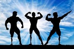 Τα bodybuilders Paralympic με την προσθετική στάση θέτουν μέσα την ημέρα απεικόνιση αποθεμάτων
