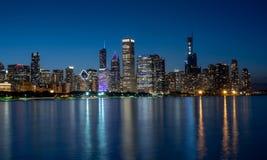 Τα citylights του ορίζοντα του Σικάγου το βράδυ - ΣΙΚΑΓΟ, ΗΠΑ - 12 ΙΟΥΝΊΟΥ 2019 στοκ εικόνα