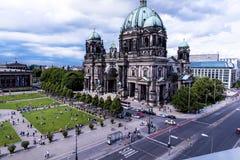 Τα DOM Deutscher που είναι ο προτεσταντικός καθεδρικός ναός στο Βερολίνο Γερμανία Στοκ Εικόνες