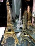 Τα mininatures πύργων Eifel πώλησαν στη dapitan πόλη της Μανίλα arcade, Φιλιππίνες στην Ασία Στοκ Φωτογραφία