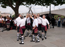 τα morris χορευτών εκτελούν southbank Στοκ Φωτογραφίες
