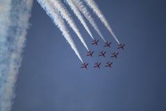 Τα RAF κόκκινα βέλη επιδεικνύουν την ομάδα Στοκ φωτογραφία με δικαίωμα ελεύθερης χρήσης