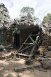 Τα Watt Angkor - τοίχοι καταστροφών ναών TA Prohm της khmer πόλης Angkor wat εγκαταστήστε στην Καμπότζη - δηλώνουν το μνημείο Στοκ Εικόνα