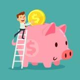 Τεθειμένο επιχειρηματίας χρυσό νόμισμα στη piggy τράπεζά του απεικόνιση αποθεμάτων