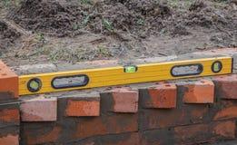 Τεκτονική και εργαλεία, επίπεδο, trowel, που χτίζουν ένα σπίτι στοκ φωτογραφία με δικαίωμα ελεύθερης χρήσης