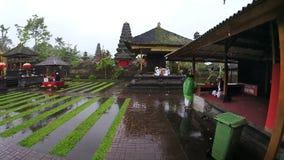 Τελετουργικό θρησκείας Hinduism από το ναό Ινδονησία Μπαλί besakih φιλμ μικρού μήκους