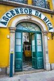 Τελεφερίκ είσοδος Bica με το σημάδι Ascensor DA Bica, Λισσαβώνα, λιμένας στοκ εικόνα