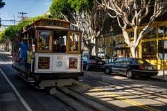 Τελεφερίκ Σαν Φρανσίσκο με τους ανθρώπους Καλιφόρνια Ηνωμένες Πολιτείες Στοκ φωτογραφία με δικαίωμα ελεύθερης χρήσης