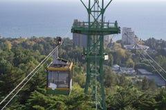 Τελεφερίκ στην πόλη Άποψη από το υψηλό σημείο στοκ εικόνα