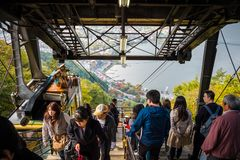 Τελεφερίκ ropeway Kachi Kachi στη λίμνη Kawaguchiko, Ιαπωνία στοκ φωτογραφίες
