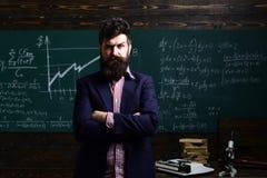 Τελική δοκιμή διαγωνισμών στο πανεπιστήμιο Δάσκαλος ή δάσκαλος προσιτό Ο σπουδαστής ανησυχίας έχει ένα πρόβλημα με τα μαθηματικά  Στοκ Φωτογραφία