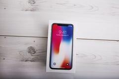 ΤΕΛ ΑΒΙΒ, ΙΣΡΑΗΛ - 23 ΝΟΕΜΒΡΊΟΥ 2017: Iphone Χ έξυπνο τηλέφωνο Η πιό πρόσφατη Apple Iphone 10 κινητό τηλέφωνο Επεξηγηματικό κύριο Στοκ Εικόνες