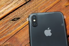 ΤΕΛ ΑΒΙΒ, ΙΣΡΑΗΛ - 23 ΝΟΕΜΒΡΊΟΥ 2017: Iphone Χ έξυπνο τηλέφωνο Η πιό πρόσφατη Apple Iphone 10 κινητό τηλέφωνο Στοκ φωτογραφία με δικαίωμα ελεύθερης χρήσης
