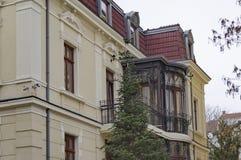 Τεμάχιο οικοδόμησης ανακαίνισης - μπαλκόνι με τη διακόσμηση μετάλλων Στοκ φωτογραφία με δικαίωμα ελεύθερης χρήσης