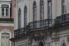 Τεμάχιο προσόψεων με τα μπαλκόνια στοκ εικόνες
