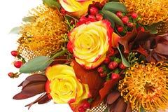 Τεμάχιο της ανθοδέσμης από τα τριαντάφυλλα και το αραβικό λουλούδι αστεριών Στοκ φωτογραφία με δικαίωμα ελεύθερης χρήσης