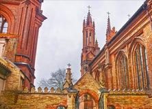 Τεμάχιο της εκκλησίας Αγίου Anna και της εκκλησίας του Bernardine μέσα Στοκ Εικόνες