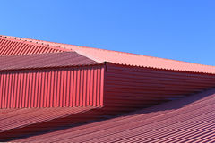 Τεμάχιο της κόκκινης στέγης μετάλλων Στοκ εικόνες με δικαίωμα ελεύθερης χρήσης