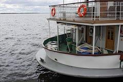 Τεμάχιο της πρύμνης του σκάφους στον ποταμό Στοκ Εικόνες