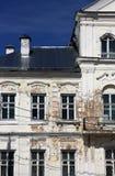 Τεμάχιο του εκλεκτής ποιότητας shabby παλαιού δημόσιου κτιρίου στο κλασσικό styl Στοκ Εικόνες
