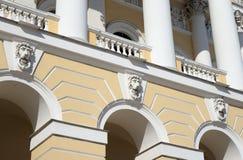 Τεμάχιο του κτηρίου του κρατικού ρωσικού μουσείου στη Αγία Πετρούπολη στοκ εικόνα