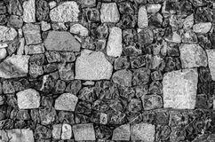Τεμάχιο του παλαιού τουβλότοιχος με ποταμών πετρών κίτρινο πορτοκαλί καφέ ιώδες ρόδινο turqu ασβέστη σύστασης το άσπρο γκρίζο καφ Στοκ Εικόνες